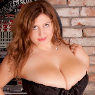 free huge breasts blonde show
