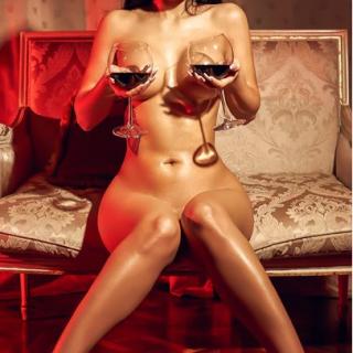 sexy brunette cam naked girl